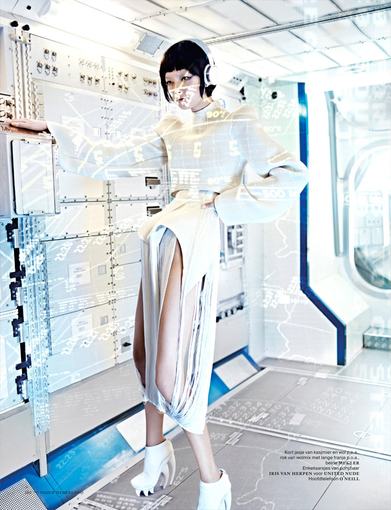 Mugler Fall 2012 RTW, Vogue Netherlands September 2012. Photography Marc De Groot.